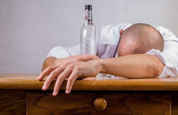 Алкохолът предизвиква рак на устата и гърлото